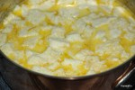 Вбиваем в молочно-хлебную смесь желтки яиц