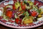Теплый весенний салат с каламатами
