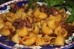 Паста в соусе из мелких осьминогов