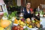 Продавщица свежевыжатых соков на рынке Кармель. Тель-Авив