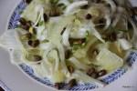 Весенний салат с фенхелем и фисташками