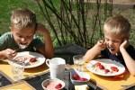 Моих внуков Фи липпа и Даню не пришлось уговаривать попробовать ирландскую овсяную кашу