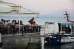 В таверну к Ламвросу в Иреоне можно попасть и с суши, и с моря