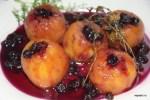 Десерт от Дюкаса: персики в розовом вине с черной смородиной