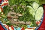 Тайский салат с жареной свининой Нам Ток