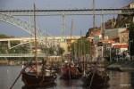 На таких лодках в Порту раньше перевозили бочки с портвейном