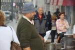 Продавец каштанов у вокзала Россио, Лиссабон