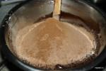 Всыпаем смесь муки, какао и разрыхлителя