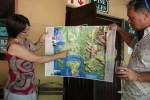 Ингвилд Стейтлер показывает карту своих виноградников