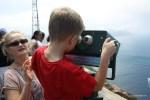 Филипп пытается разглядеть, где сливаются два океана