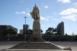 Чайки и бомжи облюбовали памятник английскому королю Эдуарду VII