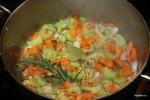 Обжариваем овощи для рагу
