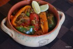 Сладкие перцы в соусе из карамелизированного лука порея