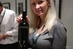 Испанское вино в женских руках...
