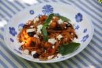 Спагетти с креветками и вялеными помидорами в томатном соусе