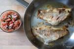 Морской окунь с сальсой из помидоров