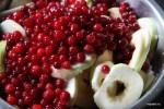 Яблоки и клюква - начинка пирога
