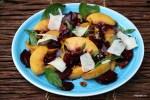 Салат с персиками и маринованной свеклой