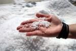 Соль искрится на ладони