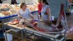 Тунца покупают утром. Рынок Ислантильи, Уэльва, Андалусия