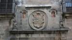 Один из старинных гербов в Касересе