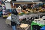 ырная лавка на уличном рынке в Амстердаме
