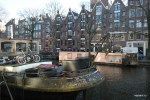 Даже на плавучих домах в Амстердаме есть место велосипедам