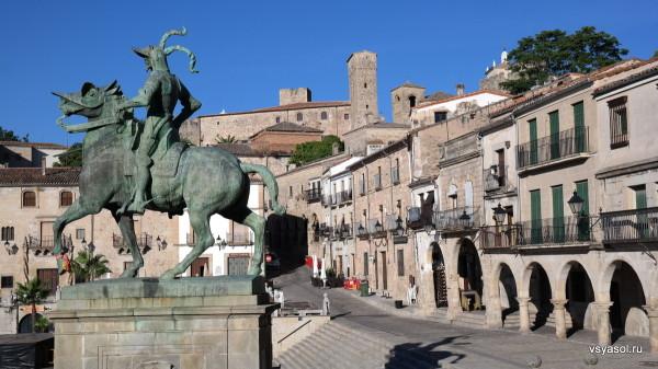 Памятник Франсиско Писарро на его родине в испанском Трухильо