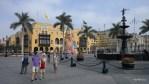 Фондан на центральной площади - единственное, что пережило многочисленные землетрясения