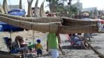На таких камышовых лодках древние инки открыли прелести серфинга