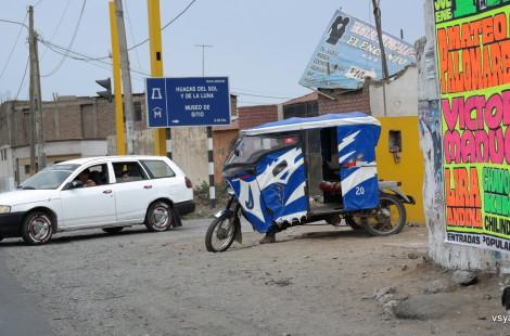Ближайший к плантации спаржи поселок: главное средство транспорта - трехколесное мототакси. Трухильо