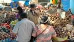 Продавщица картофеля на рынке в Арекипе