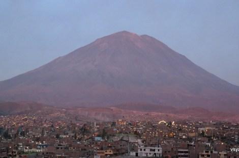 Арекипа расположилась у подножия вулкана Мисти