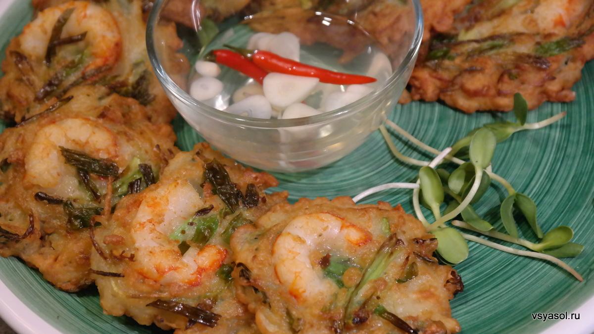 Филиппинские оладьи из сырой картошки с креветками