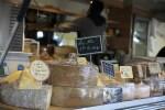 Сыры на рынке Пленпале в Женеве