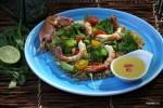 Салат из полбы, брокколи и тигровых креветок