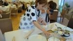 Перед началом мастер-класса. Лилия Александровна расставляет разые начинки для хачапури