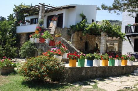 С этого деревенского дома началась винодельня Nostos