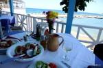 Греческий салат и домашнее белое вино: с чего начинается критская таверна