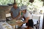 Учусь делать деревенский хлеб по-критски у Ставрулы