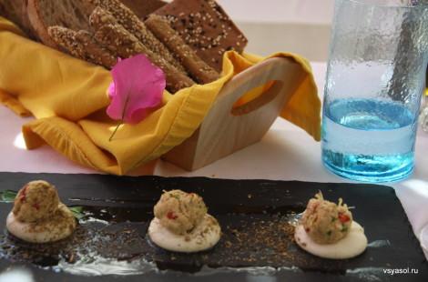 Закуска в ресторане новой критской кухни Avli в Ретимно