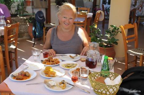 Критский обед в таверне Илиаманглис