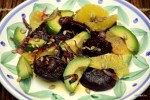 Салат из карамелизированной свеклы, авокадо и апельсина
