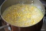 Добавляем к кукурузе овощной бульон