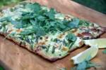 Пицца с соусом Альберто, спаржей  зеленым горошком
