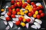 Запекаем помидоры с луком