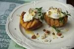 Карамелизированные персики с маскарпоне, медом и миндалем