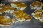 Стейки из цветной капусты: обжарены на сковороде, в ожидании запекания в духовке