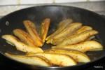 Обжариваем груши на сковороде
