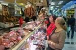 Колбасы и сабросады на рынке в Пальме-де-Майорка